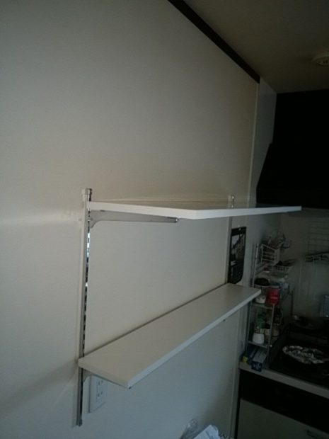 キッチン横の棚