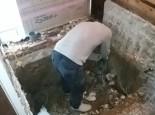 床の解体作業