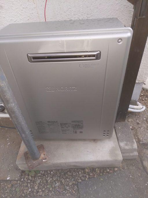 新しい給湯器 正面