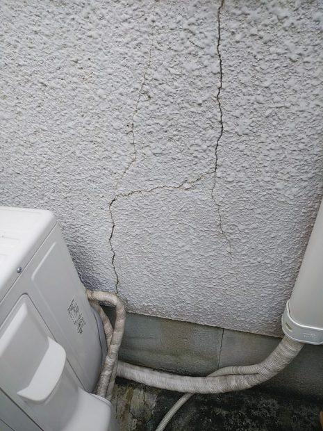 モルタル外壁の亀裂