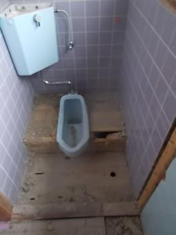 トイレのタイルハツリ
