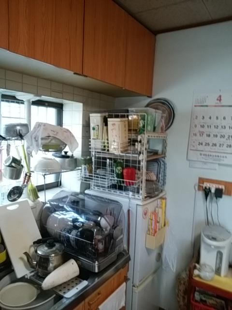 物があふれるキッチン