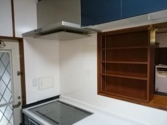 キッチン前可動棚